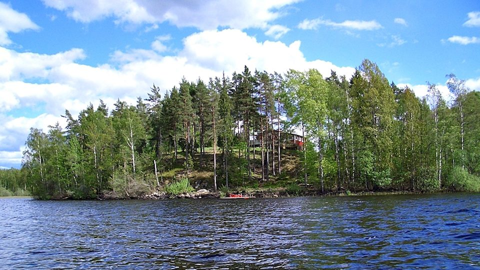 haus am kiasjoen in alleinlage in Schweden